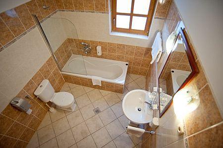 Hotel Gastland M0 - cuarto de baño - hotel romántico y ...