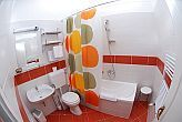 Hotel Platan in Szekesfehervar - bathroom with bathtub