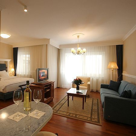 Luxury suite in Budapest - 5-star apartment hotel Budapest - Queens Court Hotel Budapest