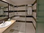 Ramada Resort Aquaworld - hotel Ramada - bathroom - 4-star wellness hotel in Budapest