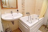 Bathroom with jacuzzi bathtub - Hotel Panorama - apartments in Eger
