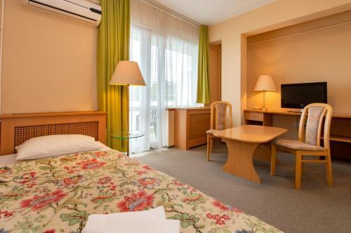 ce quelle hotel dispose des chambres libres avec demi pension heviz pour des fins de semaine. Black Bedroom Furniture Sets. Home Design Ideas
