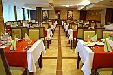 The Restaurant of Wellness Hotel Gyula offers international specialities.