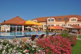 Affordable hotel room in Aqua Spa Hotel of Cserkeszolo - openned pool
