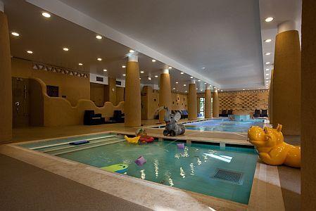 Centro benessere con piscina per i bambini hotel bambara a felsotarkany - Hotel con piscina riscaldata per bambini ...