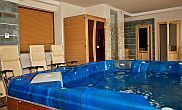 Jacuzzi of Hotel Obester in Debrecen with wellness services