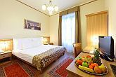 Romantic double room at discount price in Hotel Historia for a family weekend