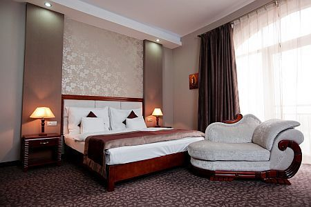 Colosseum Hotel Morahalom honeymoon suite at affordable price