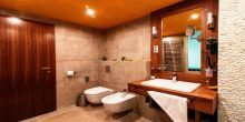 Elegant bathroom in Hotel Castellum in Holloko