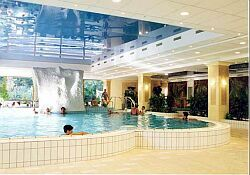 Hoteles Isla Margarita - Hotel Termale Budapest - Thermal pool in Grand Hotel Margitsziget - Budapest