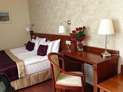 Hotel gold wine dine chambre d 39 h tel prix favorable for Prix chambre d hotel